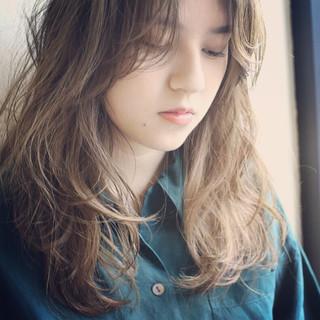 パーマ ロング ナチュラル こなれ感 ヘアスタイルや髪型の写真・画像