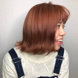 ハイトーン フェミニン ピンク 切りっぱなしボブ ヘアスタイルや髪型の写真・画像