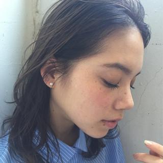 暗髪 抜け感 ミディアム アッシュ ヘアスタイルや髪型の写真・画像