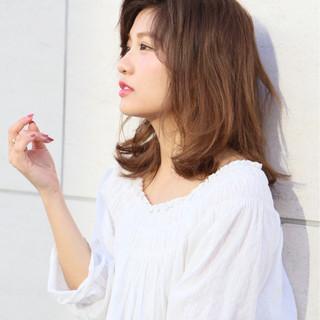 ミルクティー ミディアム ハイライト パーマ ヘアスタイルや髪型の写真・画像