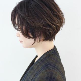 ショート グレージュ グラデーションカラー オフィス ヘアスタイルや髪型の写真・画像 ヘアスタイルや髪型の写真・画像