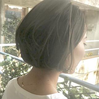 色気 斜め前髪 ミルクティー ボブ ヘアスタイルや髪型の写真・画像