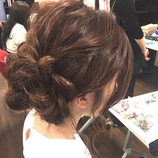 ほつれウエーブ ナチュラル アップスタイル 簡単ヘアアレンジ ヘアスタイルや髪型の写真・画像