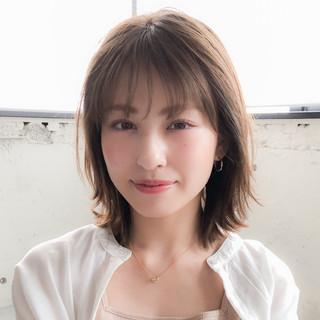 フェミニン 大人かわいい ミディアム デジタルパーマ ヘアスタイルや髪型の写真・画像