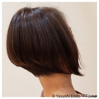ボブ 前下がりボブ イルミナカラー ハイライト ヘアスタイルや髪型の写真・画像 ヘアスタイルや髪型の写真・画像