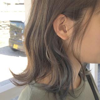 ミルクティーグレージュ ハイライト インナーカラー ミディアム ヘアスタイルや髪型の写真・画像