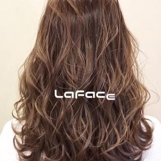 フェミニン セミロング 波ウェーブ ヘアアレンジ ヘアスタイルや髪型の写真・画像