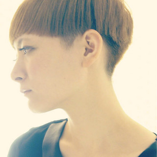 ベリーショート 刈り上げ 色気 モード ヘアスタイルや髪型の写真・画像 ヘアスタイルや髪型の写真・画像