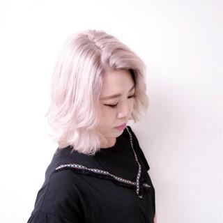 グレージュ シルバー ミディアム 外国人風カラー ヘアスタイルや髪型の写真・画像