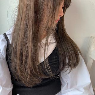 アンニュイ グレージュ 透け感アッシュ ストレート ヘアスタイルや髪型の写真・画像