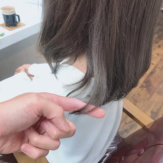 ブリーチ無し アッシュグレージュ ミディアム ガーリー ヘアスタイルや髪型の写真・画像
