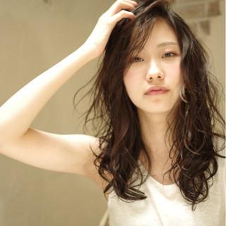 外国人風 くせ毛風 パーマ ロング ヘアスタイルや髪型の写真・画像