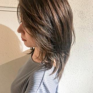 アウトドア ミディアム ナチュラル 前髪あり ヘアスタイルや髪型の写真・画像