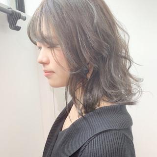 アッシュグレージュ ミルクティーベージュ アッシュグレー ナチュラル ヘアスタイルや髪型の写真・画像