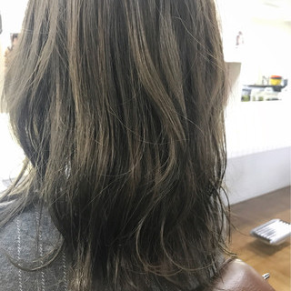 カーキ ナチュラル ウェットヘア グレージュ ヘアスタイルや髪型の写真・画像