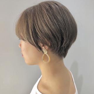 艶カラー イルミナカラー ショートヘア アッシュベージュ ヘアスタイルや髪型の写真・画像