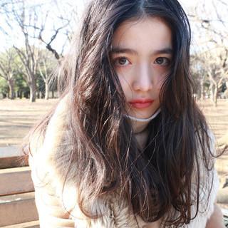 センターパート くせ毛風 外国人風 ナチュラル ヘアスタイルや髪型の写真・画像 ヘアスタイルや髪型の写真・画像