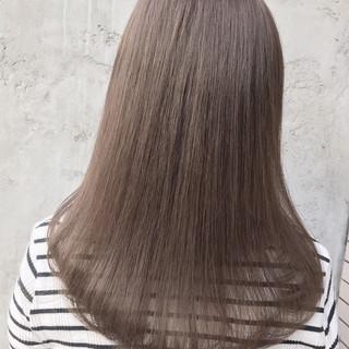 アッシュグレージュ ナチュラル アッシュ ヌーディベージュ ヘアスタイルや髪型の写真・画像
