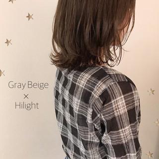 ミディアム ハイライト ニュアンスウルフ 切りっぱなしボブ ヘアスタイルや髪型の写真・画像