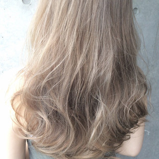 アッシュ ハイライト グラデーションカラー ミディアム ヘアスタイルや髪型の写真・画像