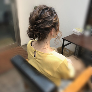 アップスタイル フェミニン ヘアセット ねじり ヘアスタイルや髪型の写真・画像