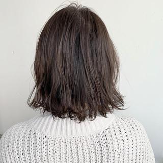 ブラウンベージュ ミディアム 切りっぱなしボブ ヌーディーベージュ ヘアスタイルや髪型の写真・画像