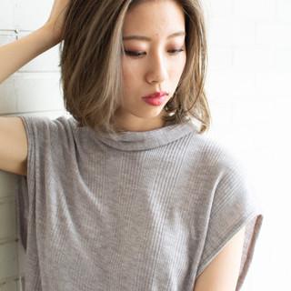 ミディアムヘアー 大人ミディアム オフィス フェミニン ヘアスタイルや髪型の写真・画像