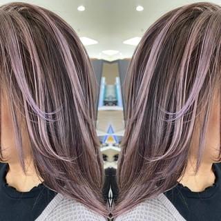 イルミナカラー ロング ナチュラル バレイヤージュ ヘアスタイルや髪型の写真・画像