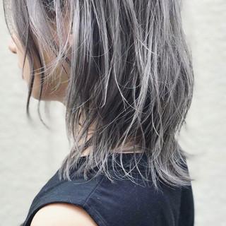 ミディアム ダブルカラー ナチュラル アンニュイ ヘアスタイルや髪型の写真・画像