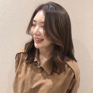 フェミニン 韓国ヘア センター分け セミロング ヘアスタイルや髪型の写真・画像