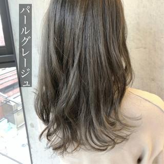 ホワイトグレージュ ナチュラル ラベンダーグレージュ ハイトーンカラー ヘアスタイルや髪型の写真・画像