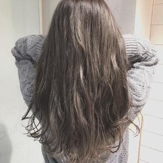 パーマ 外国人風カラー ロング ナチュラル ヘアスタイルや髪型の写真・画像 ヘアスタイルや髪型の写真・画像
