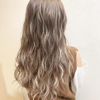 デート 外国人風カラー グラデーションカラー 巻き髪 ヘアスタイルや髪型の写真・画像 ヘアスタイルや髪型の写真・画像