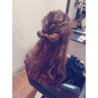 グラデーションカラー ピンク 編み込み まとめ髪 ヘアスタイルや髪型の写真・画像