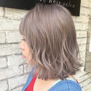 ベージュ ガーリー ヘアアレンジ ハイトーンカラー ヘアスタイルや髪型の写真・画像