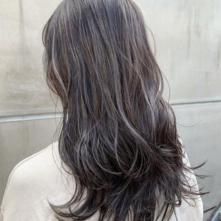 グレージュ アンニュイほつれヘア ストリート ハイライト ヘアスタイルや髪型の写真・画像