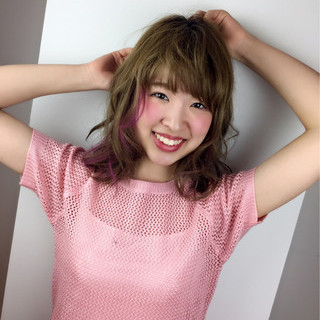インナーカラー ミディアム ピンク フェミニン ヘアスタイルや髪型の写真・画像 ヘアスタイルや髪型の写真・画像