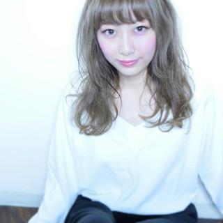 セミロング 大人かわいい 外国人風 アッシュ ヘアスタイルや髪型の写真・画像