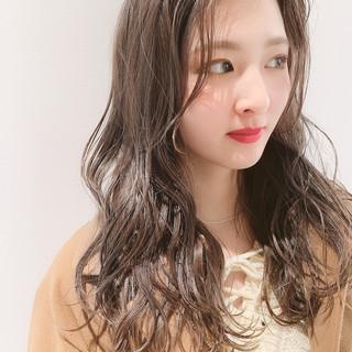外国人風 ミルクティーグレージュ ロング 大人かわいい ヘアスタイルや髪型の写真・画像 ヘアスタイルや髪型の写真・画像