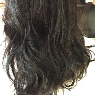ゆるふわ マット 暗髪 アッシュ ヘアスタイルや髪型の写真・画像