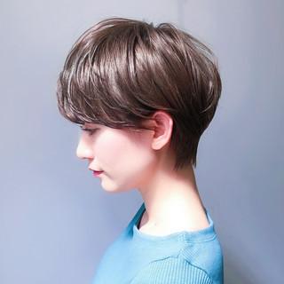 レイヤー ナチュラル ショート パーマ ヘアスタイルや髪型の写真・画像