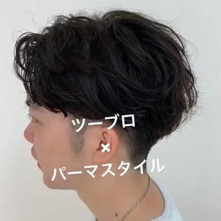 メンズパーマ メンズカジュアル ナチュラル ショート ヘアスタイルや髪型の写真・画像