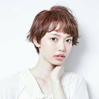 パーマ ピンク ナチュラル くせ毛風 ヘアスタイルや髪型の写真・画像