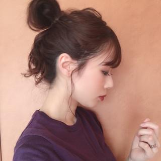 お団子ヘア ナチュラル ヘアアレンジ 簡単ヘアアレンジ ヘアスタイルや髪型の写真・画像 ヘアスタイルや髪型の写真・画像