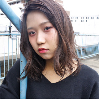 暗髪 セミロング 外国人風 ピュア ヘアスタイルや髪型の写真・画像