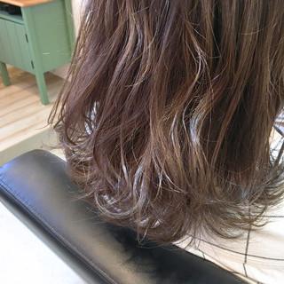 ハイライト ミディアム ラベンダー ウェットヘア ヘアスタイルや髪型の写真・画像