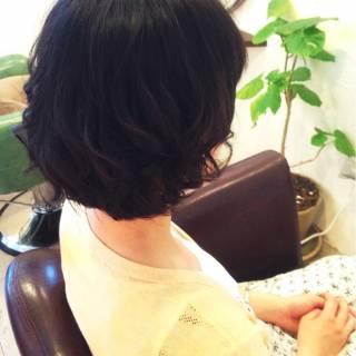 ゆるふわ パーマ ミディアム 黒髪 ヘアスタイルや髪型の写真・画像