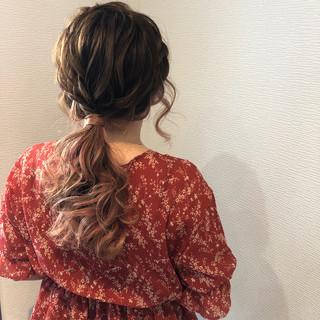 ローポニーテール フェミニン ヘアセット ヘアアレンジ ヘアスタイルや髪型の写真・画像