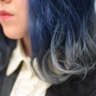 シルバーアッシュ ミディアム ストリート ネイビー ヘアスタイルや髪型の写真・画像