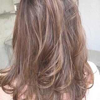 透明感 外国人風カラー ミディアム フェミニン ヘアスタイルや髪型の写真・画像 ヘアスタイルや髪型の写真・画像